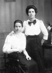 Anna Ribitz (rechts) mit ihrer Schwester