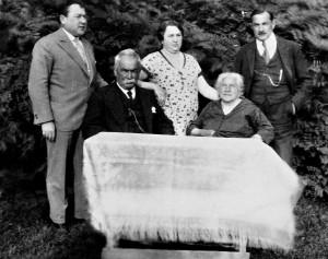 Familie Seckl: Ignaz und Maria Seckl (sitzend), dainter die Kinder Heinrich, Leopoldine und Franz (v.l.n.r.)